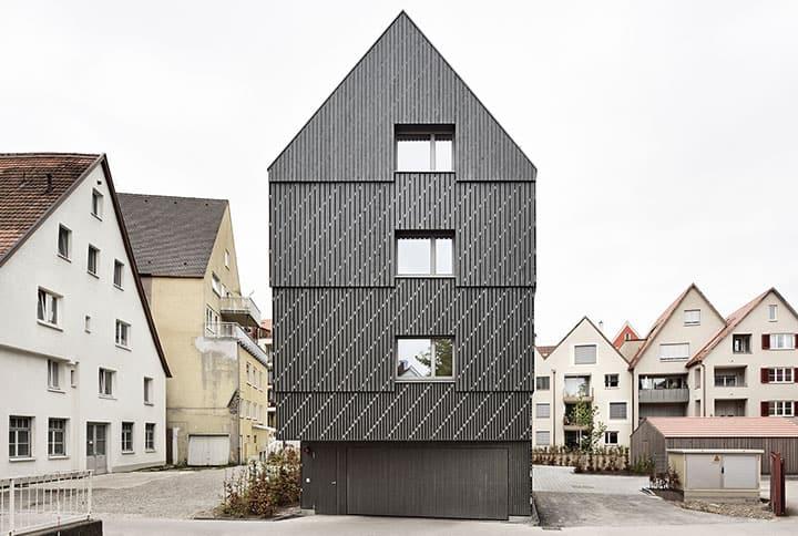 Dieses Mehrfamilienhaus konzipierte  Prof. Matthias Loebermann für Memmingen.