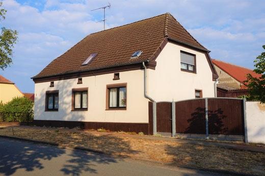 Einfamilienhaus mit Stellplatz