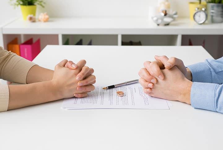 Am Tisch nach der Scheidung
