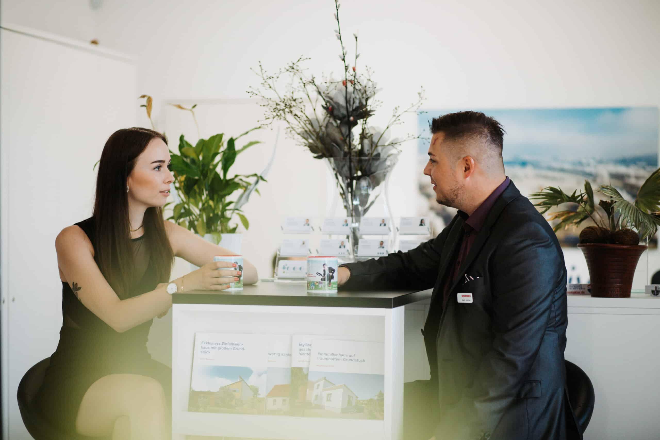 Ausbildung zum Immobilienmakler-mann-frau